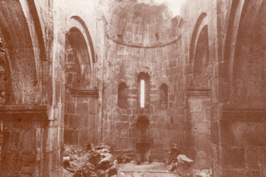 Սինտրոնը Աքորիի Բգավոր եկեղեցում